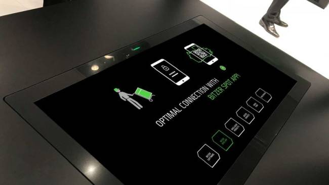 Touch-Table mit interaktiver Anwendung und Erklärvideos in Form von animierten Strichzeichnungen