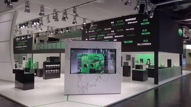 Messestanddesign mit digitalen Medien, LED-Filmen und Eyecatchern, große Praesentationsflaeche