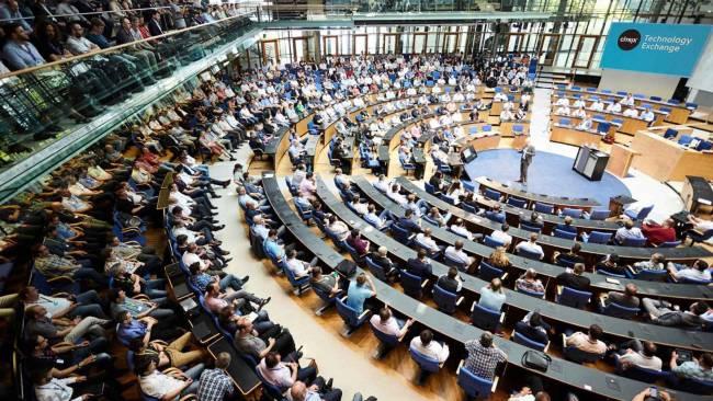Eventagentur: Das Plenum im Hauptraum im World Conference Center ist bestens besucht.