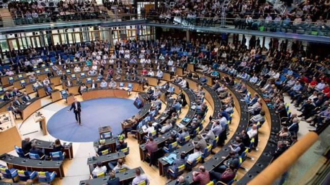 Der Plenarsaal ermöglicht die perfekte Kommunikation.