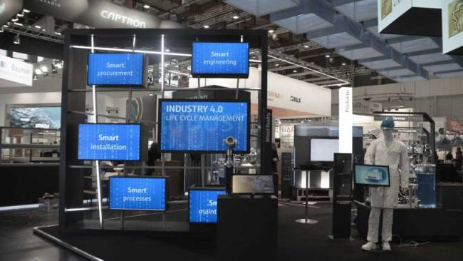 Endress+Hauser Messestand mit Smart Grid Medieninstallation.